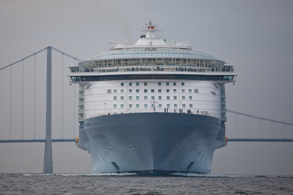 The Worlds Biggest Cruise Ships Malcolm Olivers WaterWorld - Biggest cruise ships