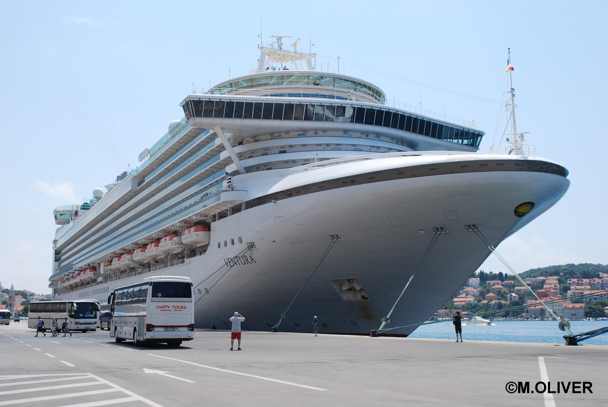 Oasis Of The Seas Vs Aircraft Carrier Traffic Club