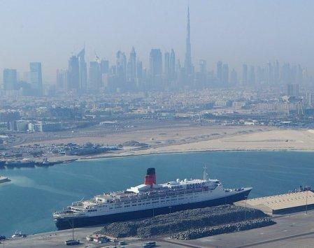 (QE2 in Dubai)