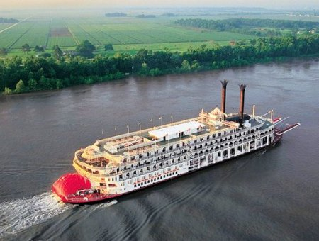 (Traditional Paddle Steamer)