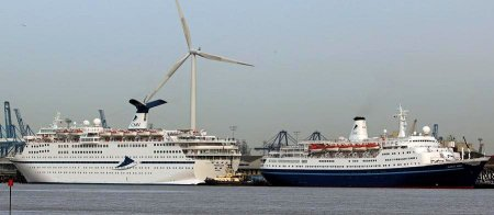 (Magellan Left, Marco Polo Right - Tilbury 03/15. Click to enlarge))