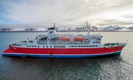 arctic-expedition-ship-aerial-exterior-dji0009-lg-rgb