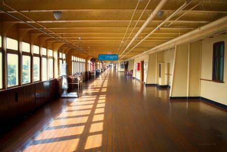 promenade-deck-queen-mary-ocean-liner-02-thomas-woolworth