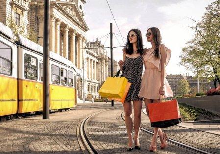 girls-on-train-tracks