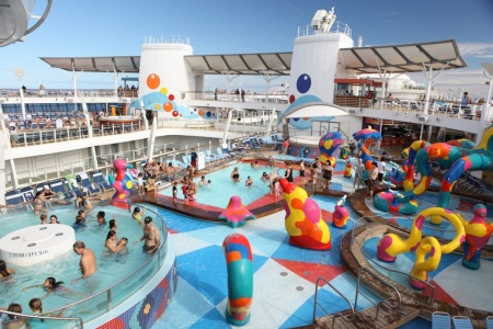 Royal-Caribbean-International-Oasis-of-the-Seas-kids-pool-1024x683